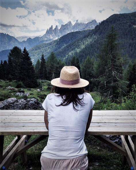 donna, panorama, montagne, cappello