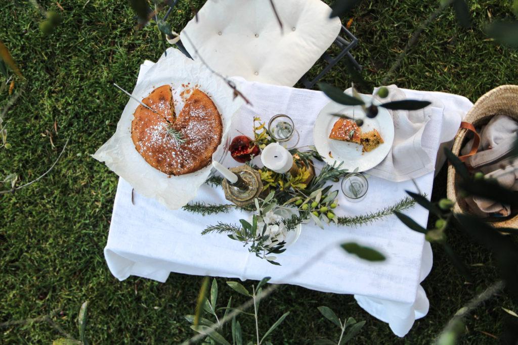 on the table, torta cioccolato e rosmarino, giardino