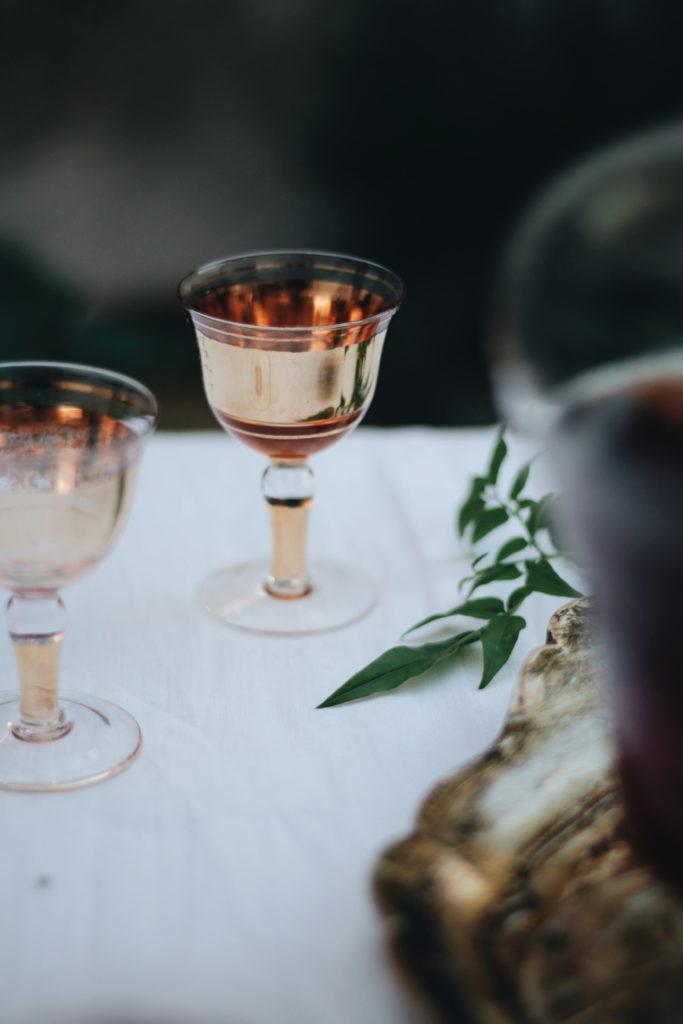 bicchiere vintage, liquore , giardino, accade in tavola