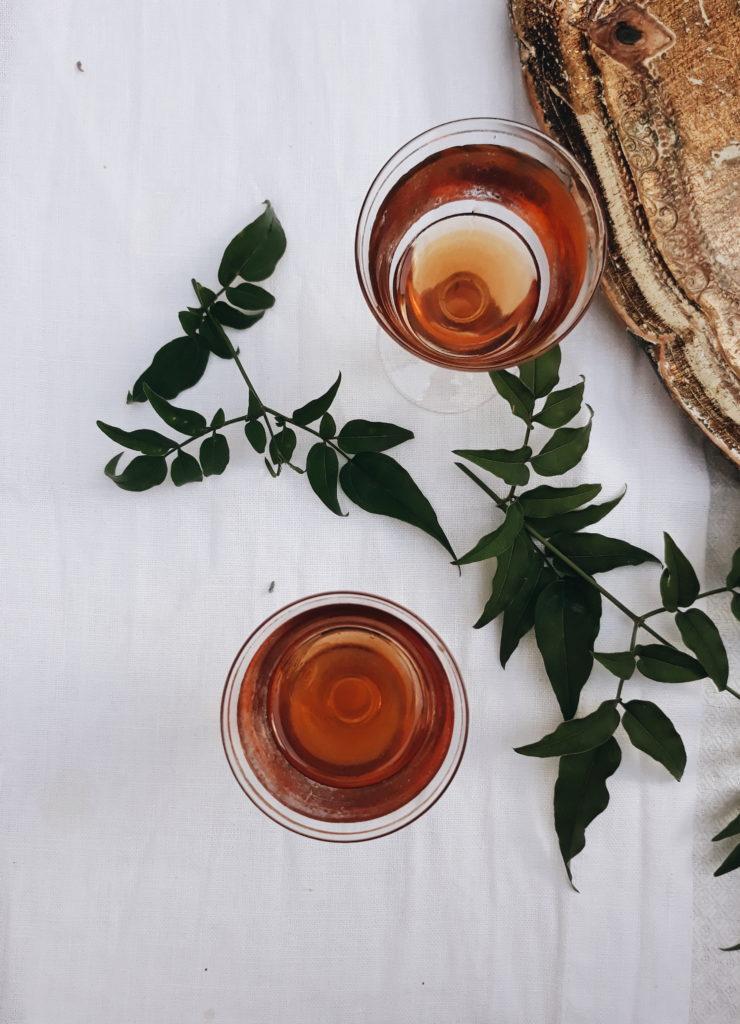 bicchieri, foglie, tavolo, tessuto,lino